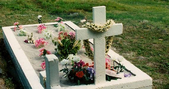 An island grave.  (Not mine.)